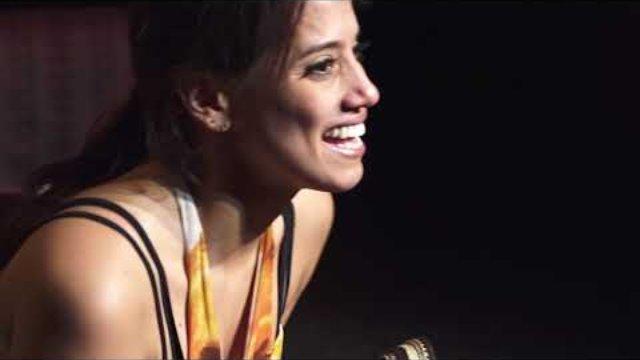 """""""DEDOUANEZ-MOI"""" - """"Un seule-en-Scène"""" Comédienne Nataly Florez mise en scène Sei Shiomi - POIESIS CITY PRODUCTION - Carole Maire"""